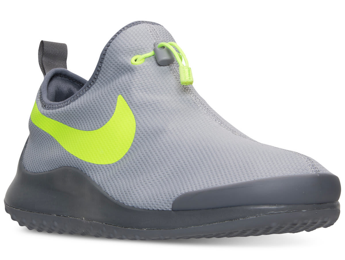 Nike Men's Aptare Essential Running Shoes for $40 + free s&h w/beauty item